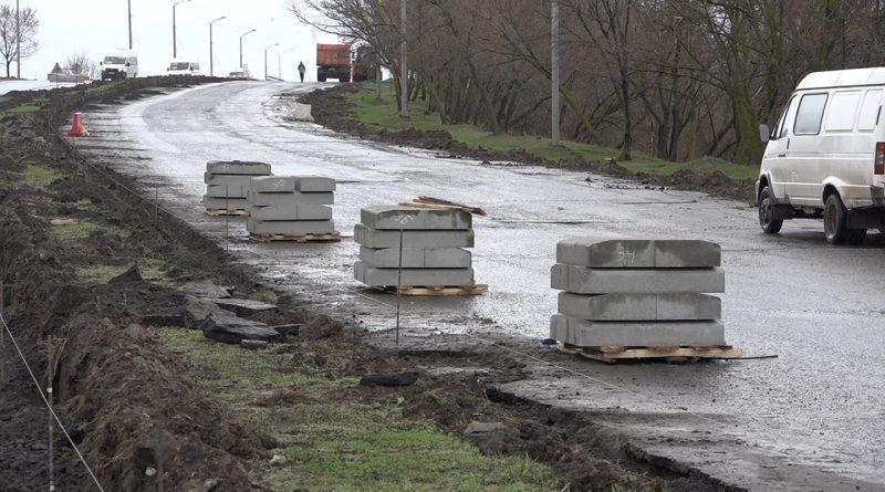 Капитальный ремонт дорог начался сзамены бордюров