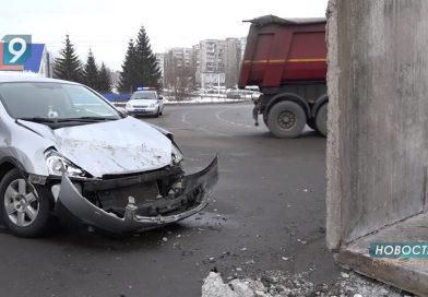 «Родилась в рубашке»: на автомобиль, за рулем которого находилась 44-летняя оскольчанка, упала бетонная конструкция